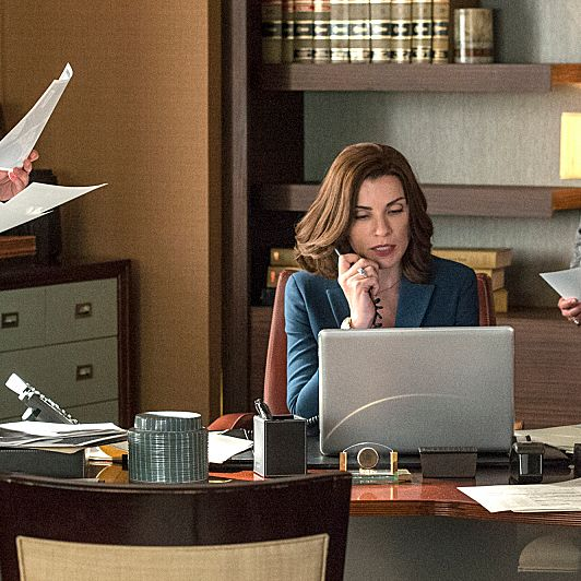 """???€?œEverything is Ending???€? ???€?"""" Alicia (Julianna Margulies) must focus on the firm???€?™s efforts to prevent the execution of a convicted murderer while she secretly plans her exit from the firm with Cary (Matt Czuchry), on the fifth season premiere of THE GOOD WIFE, Sunday, Sept 29 (9:00-10:00 PM, ET/PT) on the CBS Television Network Photo: David Giesbrecht/CBS ?'??2013 CBS Broadcasting Inc. All Rights Reserved"""