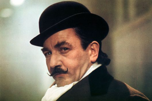 MURDER ON THE ORIENT EXPRESS, MURDER ON THE ORIENT EXPRESS BR 1974 ALBERT FINNEY as Hercule Poirot Date 1974.