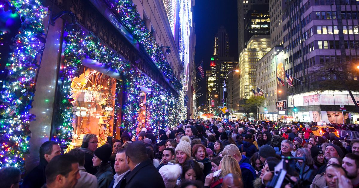 Saks to Unveil Holiday Windows With Frozen 2 Performance