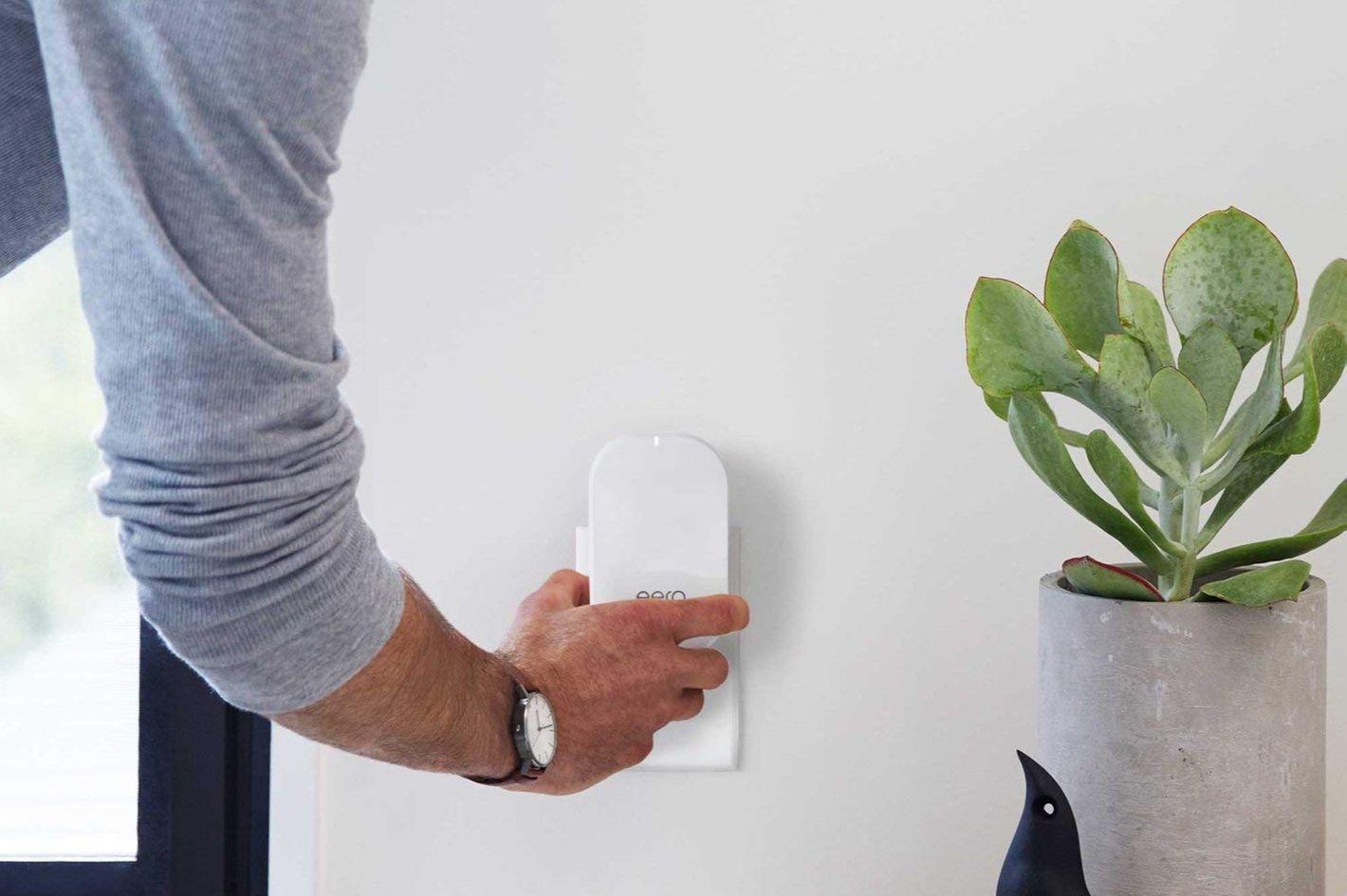 eero Home Wi-Fi System (1 eero + 1 eero Beacon)