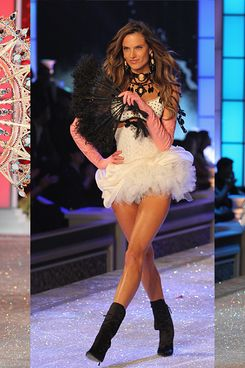 Alessandra, not looking pregnant at the Victoria's Secret show last month.