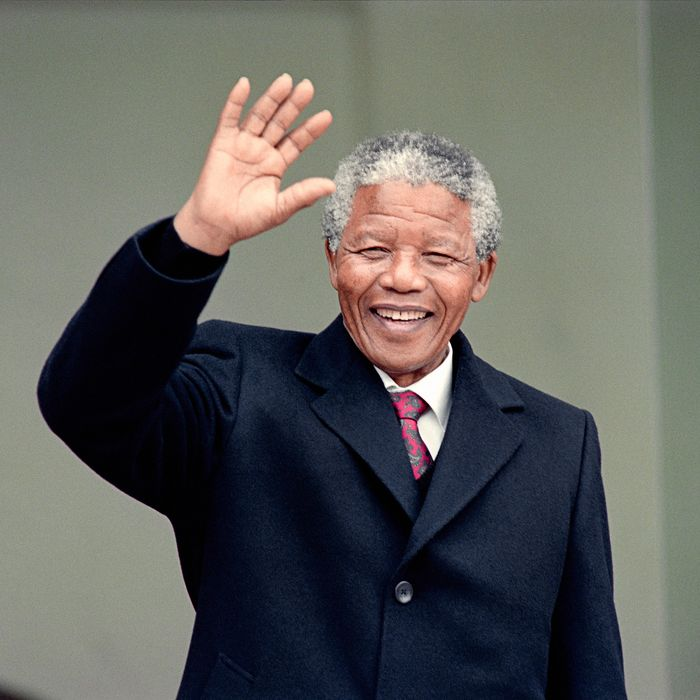South African anti-apartheid leader and African National Congress (ANC) member Nelson Mandela waves to the press as he arrives at the Elysee Palace, 07 June 1990, in Paris, to have talks with French president Francois Mitterrand. Nelson Mandela, who was released from jail on 11 February 1990, is in Paris for a two-day official visit.