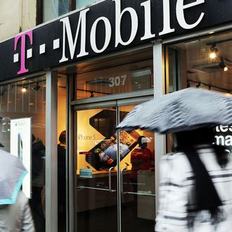 T-Mobile Begins Offering Apple's iPhone