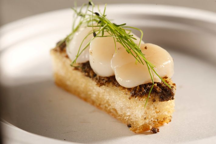 Perry St: Scallops with truffle garlic toast.