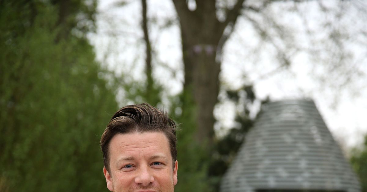 Jamie Oliver Hosting Saturday Morning Kids' Cooking Show on CBS
