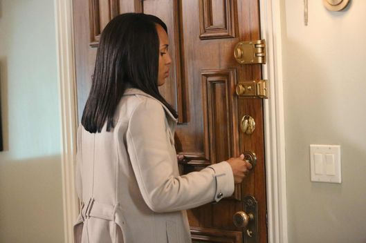 "SCANDAL - ""No More Blood"" - As the bidding for Olivia Pope continues, the gladiators fight to save her but The White House fears that they may lose her for good."