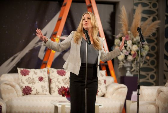 "UP ALL NIGHT -- ""Letting Go"" Episode 122 -- Pictured: Christina Applegate as Reagan -- (Photo by: Colleen Hayes/NBC)"