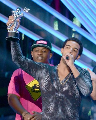 LOS ANGELES, CA - SEPTEMBER 06: Recording artist Drake accepts the award for Best Hip Hop Video onstage during the 2012 MTV Video Music Awards at Staples Center on September 6, 2012 in Los Angeles, California. (Photo by Kevin Winter/Getty Images)