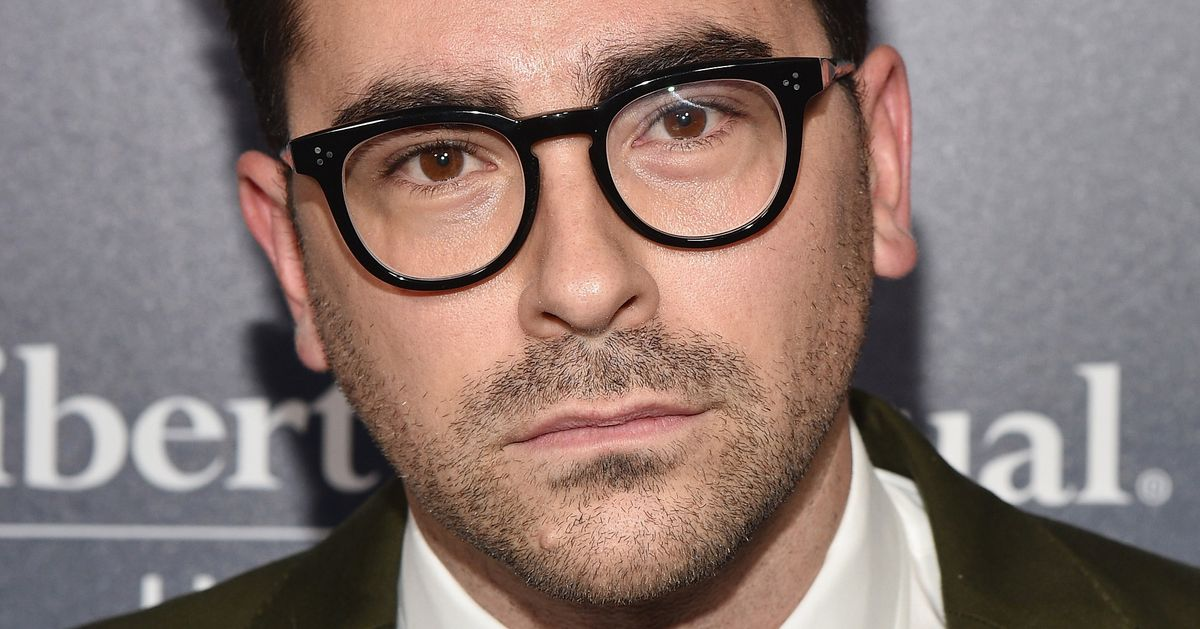 Dan Levy Calls Out TV Reviewer for Criticizing His 'Feyness'