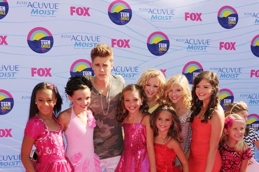 Singer Justin Bieber and guests arrive at the 2012 Teen Choice Awards at Gibson Amphitheatre on July 22, 2012 in Universal City, California.