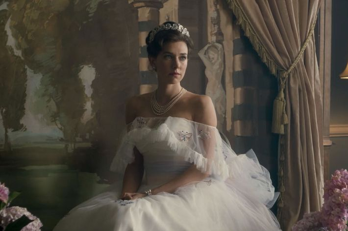 The Crown Season 2: The Most Memorable Fashion Looks