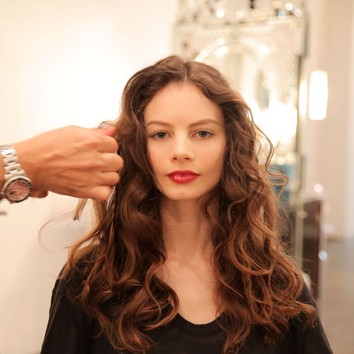 How To Get Perfectly Slept In Messy Curls