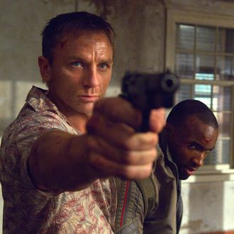 CR_00290_2 – Albert R. Broccoli's EON Productions presents Daniel Craig (L) as James Bond and Sebastien Foucan as Mollaka in the 007 action adventure CASINO ROYALE, from Metro-Goldwyn Mayer Pictures and Columbia Pictures through Sony Pictures Releasing.Photo by: Jay Maidment