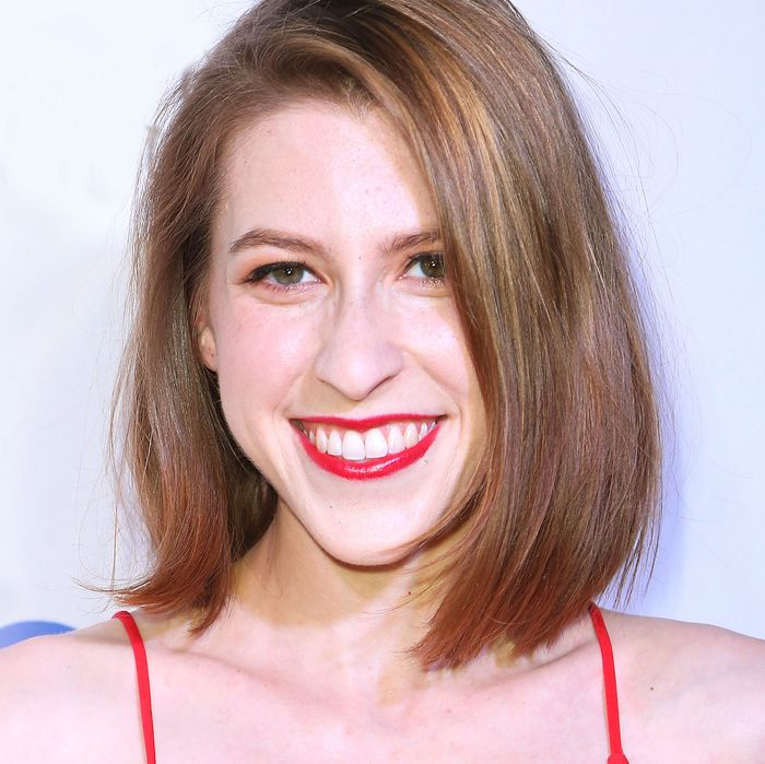 The 28-year old daughter of father (?) and mother(?) Eden Sher in 2020 photo. Eden Sher earned a  million dollar salary - leaving the net worth at 2 million in 2020