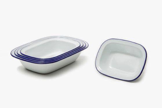 Falcon Enamelware Pie Set - Original White with Blue Rim