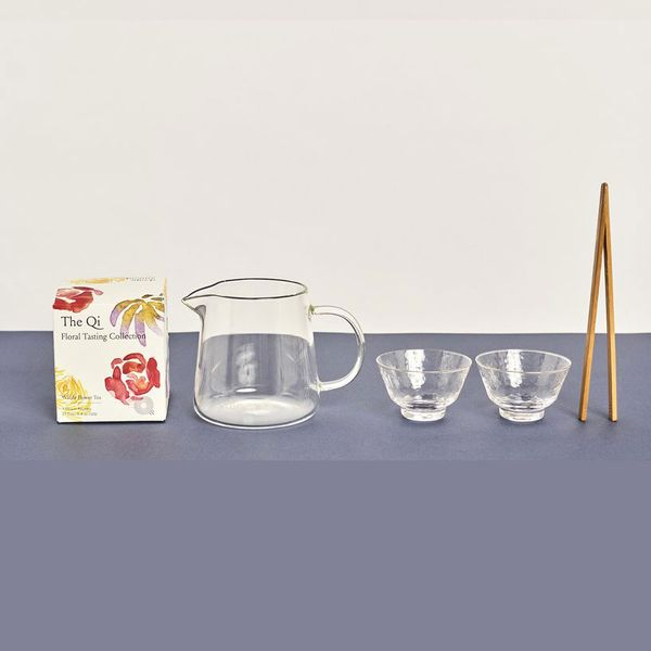 The Qi Special Connection Tea Set