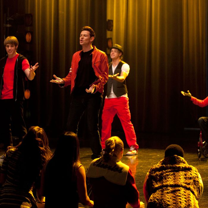 GLEE: Finn (Cory Monteith, C), Ryder (Blake Jenner, L), Sam (Chord Overstreet, third from L) and Artie (Kevin McHale, R) perform in the