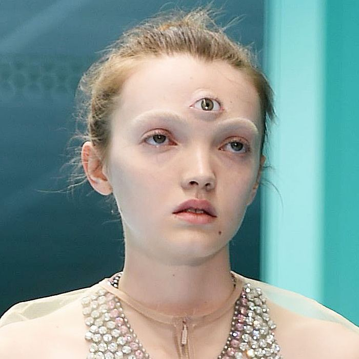 MFW Fall 2018 Gucci's Runway Beauty Looks Featured Eyeballs
