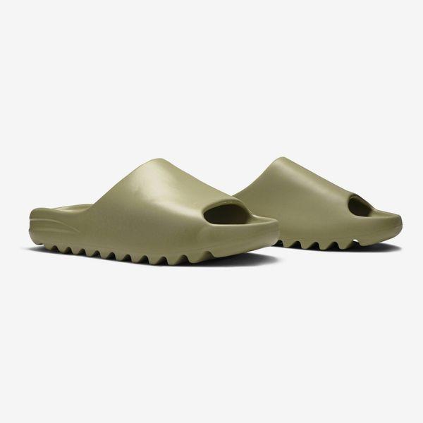 Yeezy Slides in Resin