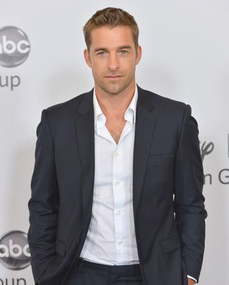 BEVERLY HILLS, CA - JULY 27: Actor Scott Speedman arrives to the Disney ABC Television Group's 2012