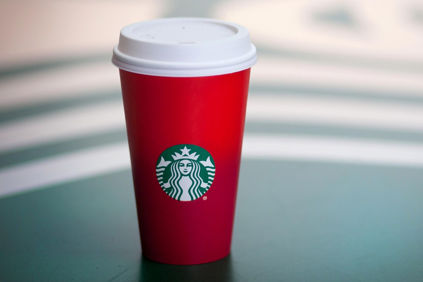 Evangelical Christians Are Angry That Starbucks\'s New Holiday Cups ...