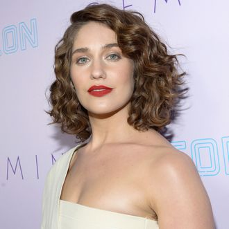 Lola Kirke Pens Letter to the ...