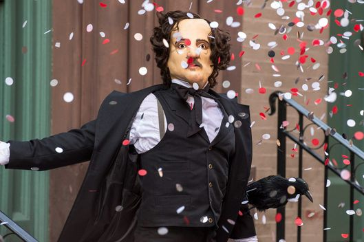 "THE FOLLOWING: One of Joe Carroll's followers disguises himself as Edgar Allan Poe in the ""The Poet's Fire"" episode of  THE FOLLOWING airing Monday, Feb. 4 (9:00-10:00 PM ET/PT) on FOX."