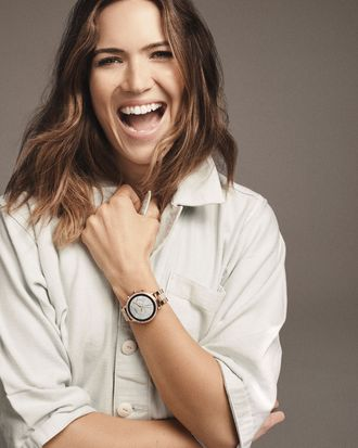 Mandy Moore wearing the Fossil Q Venture HR smartwatch.