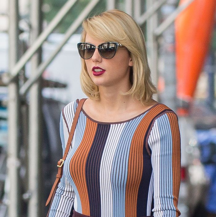 Taylor swifts groping suit deposition released in late 2015 taylor swift countersued a denver radio host for allegedly groping her during a backstage meet and greet at a 2013 concert m4hsunfo