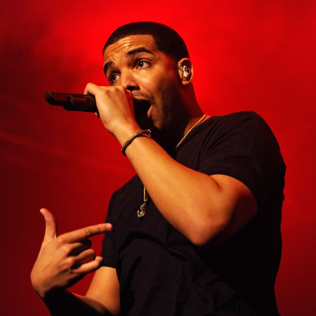 LAS VEGAS, NV - JANUARY 01:  Recording artist Drake performs at The Joint inside the Hard Rock Hotel & Casino January 1, 2012 in Las Vegas, Nevada.  (Photo by Ethan Miller/Getty Images)