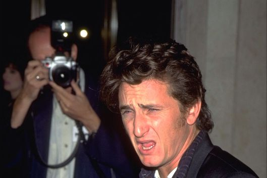 09 Nov 1995, Los Angeles, California, USA --- FILM PREMIERE: SEAN PENN'S 'THE CROSSING GUARD' --- Image by ? Frank Trapper/Sygma/Corbis