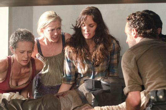 Carol (Melissa Suzanne McBride), Beth Greene (Emily Kinney), Lori Grimes (Sarah Wayne Callies) and Rick Grimes (Andrew Lincoln) - The Walking Dead - Season 3, Episode 2.
