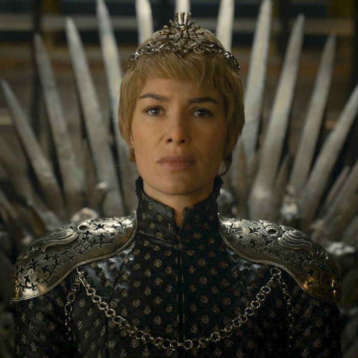Cersei Lannister S Crown Was Designed To Show How Lonely She Is