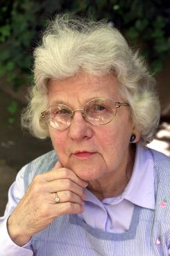 Ruth Benerito poses for a photograph in San Francisco, Tuesday April 23, 2002.  Benerito, the retired Tulane Medical School professor and U.S. Department of Agriculture researcher who helped introduce easy-care cotton after World War II when wrinkle-proof synthetics were gaining prominence, is the recipient of the Lemelson-MIT Lifetime Achievement Award.(AP Photo/Eric Risberg)