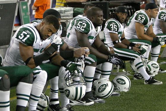 FOXBORO, MA - OCTOBER 9:  The bench of the New York Jets reacts in the final moments of a game with New England Patriots at Gillette Stadium on October 9, 2011 in Foxboro, Massachusetts. (Photo by Jim Rogash/Getty Images)