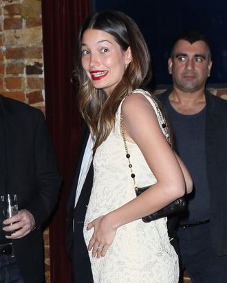 Lily Aldridge et bump.