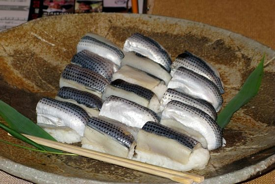 As people started enjoying fish with rice, sugata sushi emerged, which would typically find the whole fish (head and all) placed on top of rice or stuffed with rice for consumption.<br>