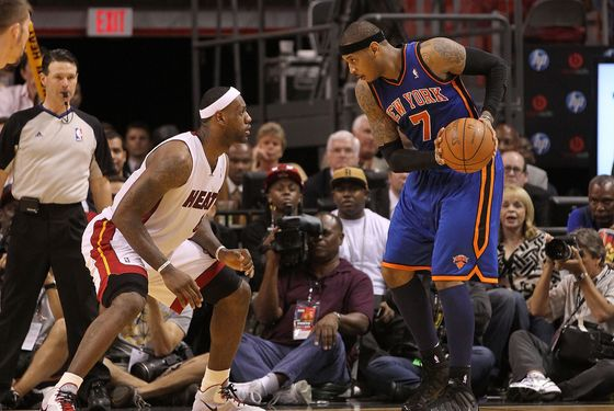 MIAMI, FL - FEBRUARY 27:  Carmelo Anthony #7 of the New York Knicks is guarded by LeBron James #6 of the Miami Heat during a game at American Airlines Arena on February 27, 2011 in Miami, Florida. NOTE TO USER: User expressly acknowledges and agrees that, by downloading and/or using this Photograph, User is consenting to the terms and conditions of the Getty Images License Agreement.  (Photo by Mike Ehrmann/Getty Images)