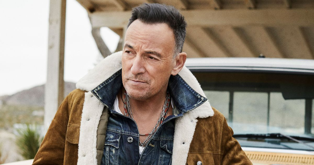 Bruce Springsteen Is Wearing Your Office Look