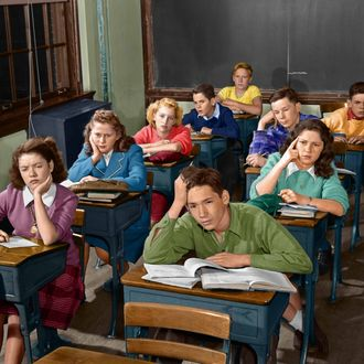 01 Oct 1951 --- 1950s HIGH SCHOOL CLASSROOM OF BORED SLEEPY STUDENTS SITTING AT DESKS --- Image by ? H. ARMSTRONG ROBERTS/Corbis