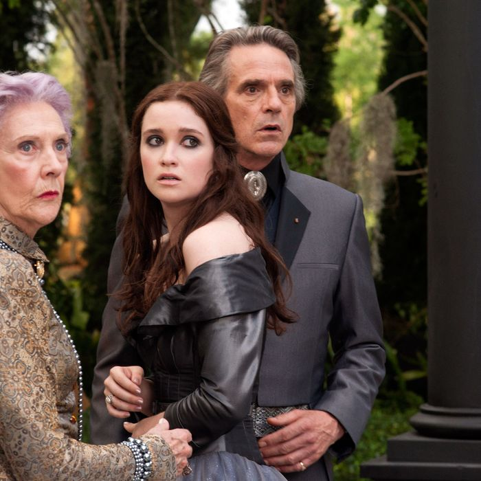 "(L-r) EILEEN ATKINS as Gramma, ALICE ENGLERT as Lena Duchannes and JEREMY IRONS as Macon Ravenwood in Alcon Entertainment's supernatural love story ""BEAUTIFUL CREATURES,"" a Warner Bros. Pictures release."