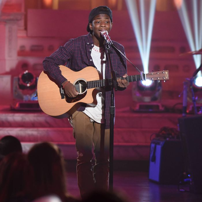 """AMERICAN IDOL: Contestant Lee Jean in the """"Showcase #3: 2nd 12 Performances"""" episode of AMERICAN IDOL airing Wednesday, Feb. 17 (8:00-9:01 PM ET/PT) on FOX. © 2016 FOX Broadcasting Co. Cr: Ray Mickshaw / FOX."""