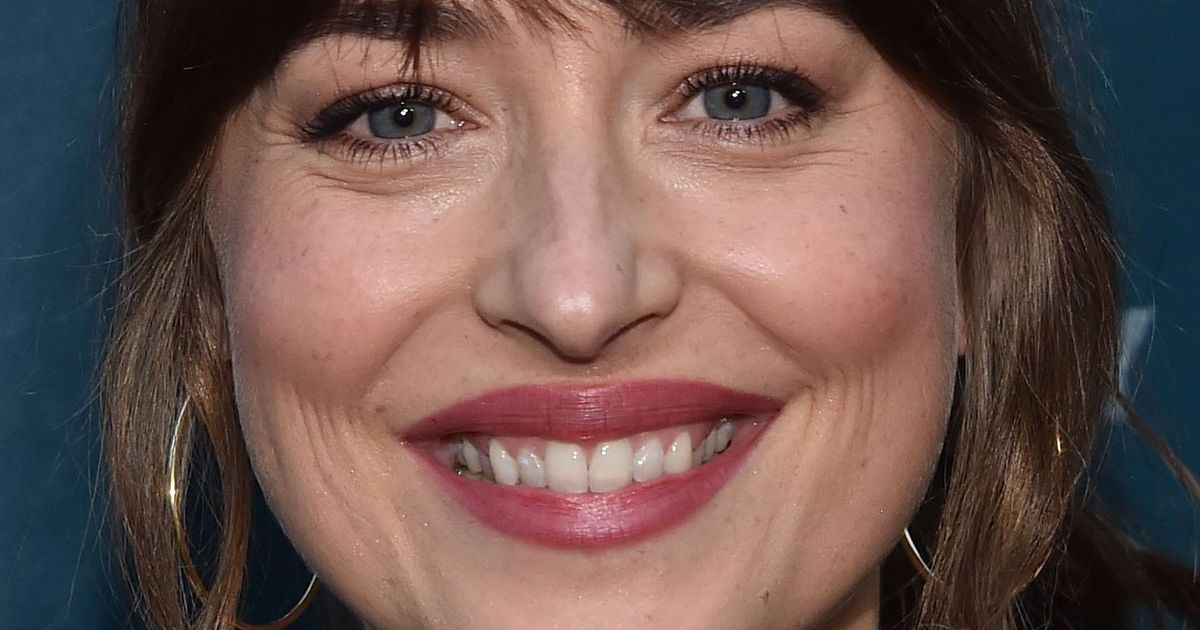 World Grieves After Dakota Johnson's Gap Tooth Goes Missing