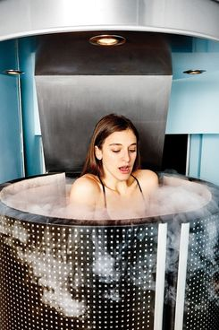 I Spent 3 Minutes Inside A 264 Degree Cryotherapy Machine