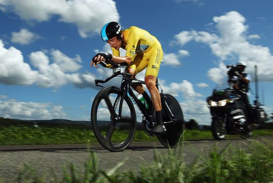 BESANCON, FRANCE - JULY 09:  Bradley Wiggins of Great Britain and SKY Procycling in action on his way to winning stage nine of the 2012 Tour de France,  a 41.5km individual time trial, from Arc-et-Senans to Besancon on July 9, 2012 in Besancon, France.  (Photo by Bryn Lennon/Getty Images)