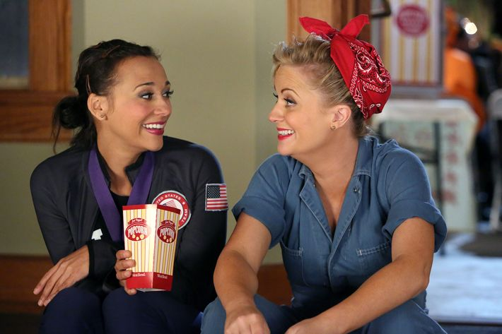 """PARKS AND RECREATION -- """"Halloween Surprise"""" Episode 505 -- Pictured: (l-r) Rashida Jones as Ann Perkins, Amy Poehler as Leslie Knope -- (Photo by: Danny Feld/NBC/NBCU Photo Bank)"""