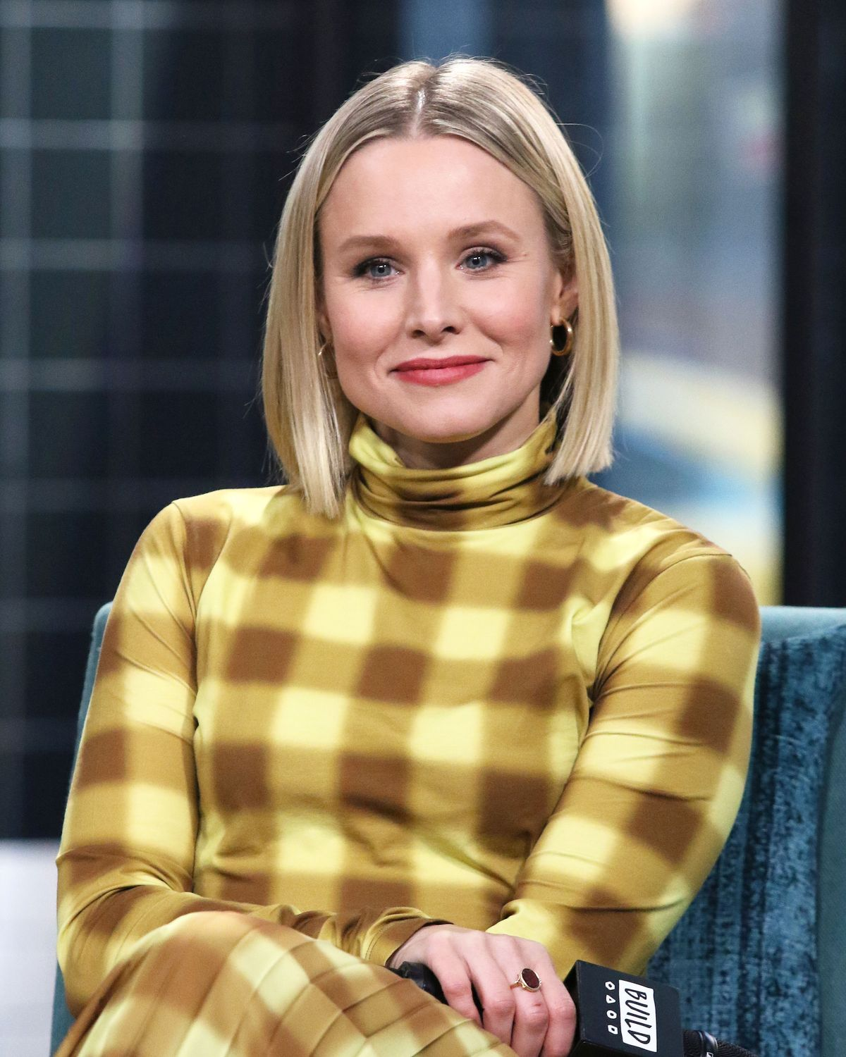 Kristen Bell Promotes Children S Book About Purple People
