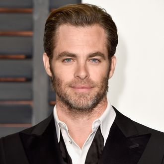 chris pine is so happy to take a backseat to wonder woman he