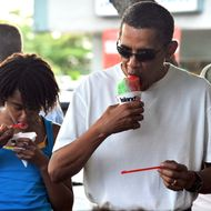 US President Barack Obama and his daugher Malia have their shave ice outside the Island Snow store in Kailua, Hawaii, on January 1, 2010. The First Family is on vacation in Hawaii.
