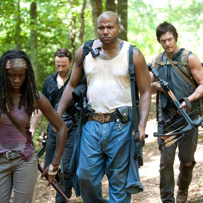 Michonne (Danai Gurira), Rick Grimes (Andrew Lincoln), Oscar (Vincent Ward) and Daryl Dixon (Norman Reedus) - The Walking Dead - Season 3, Episode 7